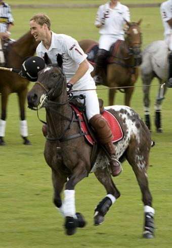 Princ William na turnaji v koňském polu v roce 2007, kredit: Phooto, Wiki