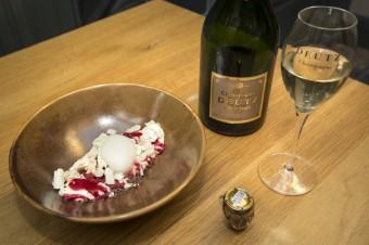 Bílá čokoláda s malinami, foto: Premier Wines & Spirits