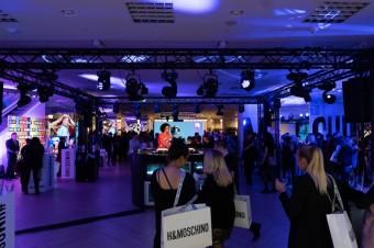 Party zóna a DJ Flo Real, MOSCHINO [tv] H&M disco party v pražském Myslbeku