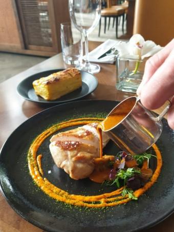 Kuře na paprice, Art restaurant Mánes