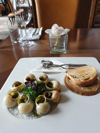 Šneci, Art restaurant Mánes
