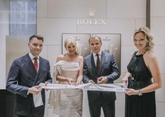 Slavnostní přestřižení pásky: Tamara Kotvalová (majitelka, Carollinum) a Jean-Frédéric Dufour (CEO, Rolex), foto kredit: Carollinum Rolex