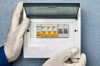Jističe: chraňte se před výpadky proudu a ušetřete peníze, zdroj: PV productions / Shutterstock.com