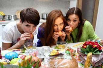 Vítězky České Miss 2013 za účasti médií tvoří velikonoční vejce