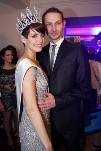 Česká Miss 2013 Gábina Kratochvílová s přítelem (foto těsně po vyhlášení)