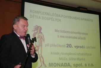 Primátor hlavního města Prahy pan doc. MUDr. Bohuslav Svoboda CSc. na konferenci k 20. výročí založení