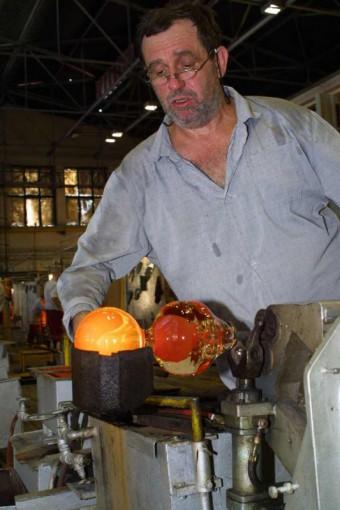 Výroba křišťálové koule ve sklárně Moser