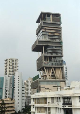 Nejdražší rodinný dům na světě - Antilla, Bombaj