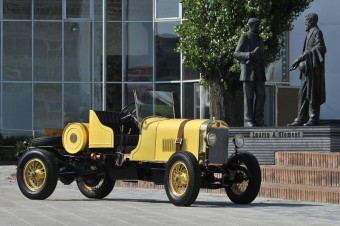 Závodní vůz Laurin & Klement 300 z roku 1923 s velkoobjemovým čtyřválcem o výkonu 50 koňských sil. Foto: ŠKODA AUTO