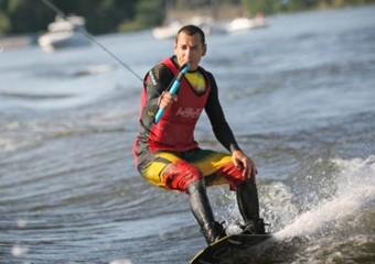 Speciální naviják proměnil Žluté lázně v centrum vodních freestylových sportů