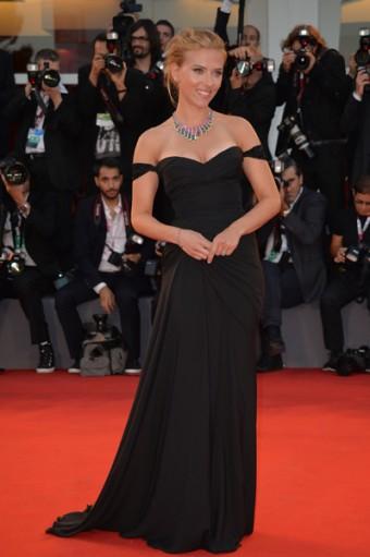 Scarlett Johansson zazářila na filmovém festivalu v Benátkách v klenotech Bulgari