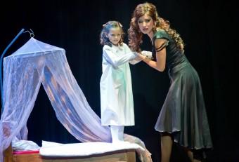 Charlotte Ella Gottová a Kateřina Brožová jako Mata Hari při premiéře muzikálu