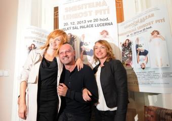 Snesitelná lehkost pití ve velkém sále Lucerny