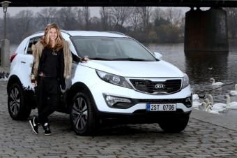 Ester Ledecká převzala vůz Kia Sportage