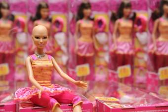 Limitovaná edice holohlavých panenek Barbie