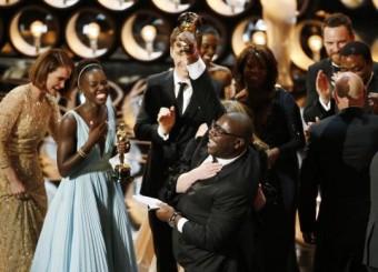 Přebírání ceny za nejlepší film 12 let v řetězech, Foto: REUTERS, Lucy Nicholson