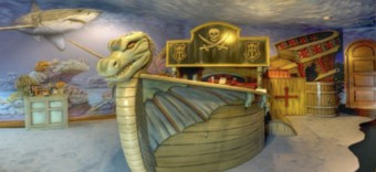 Pokoji dominuje pirátská loď